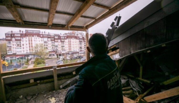 "A building on ""Bregun i Diellit"" in Prishtina is demolished"