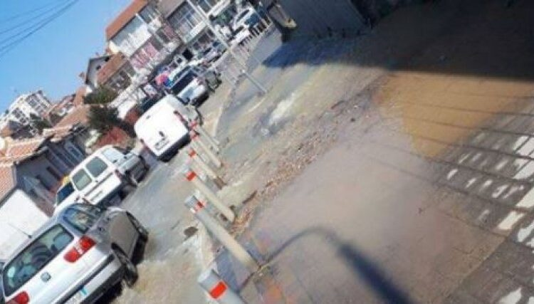 """The water pipe on """"Llapi"""" street in Prishtina is damaged,"""