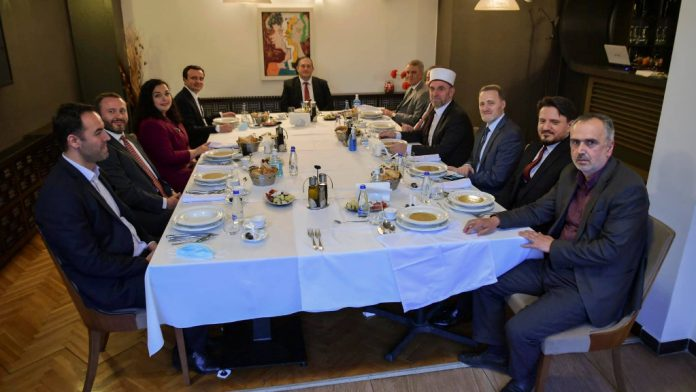 Vjosa Osmani lays iftar for Ramadan, Kurti present and the