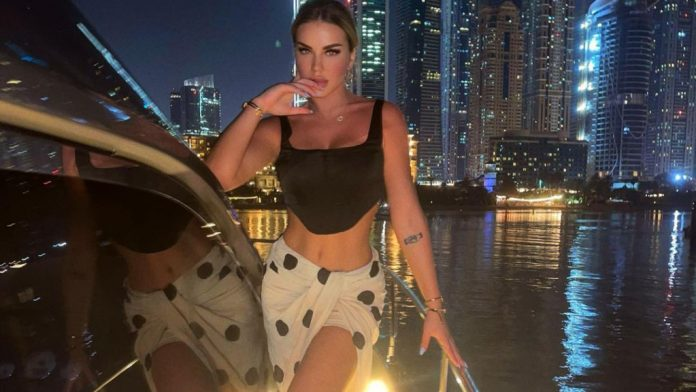 Kevina Kthella in a love affair, publishes photos next to