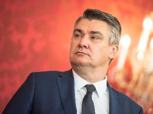 Milanovic returned war decorations to Branimir Glavas