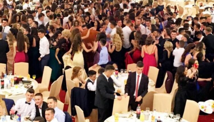 """Sami Frashëri"" graduates organize ""graduation"" in a bar in Prishtina,"