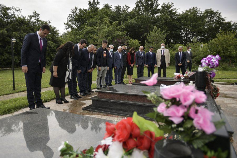 Dita e Paqes shënohet në oborrin e shtëpisë ku u dogjën 53 civilë nga ushtria serbe