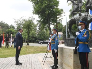 Vučić laid a wreath at the Monument to the Heroes from Košar