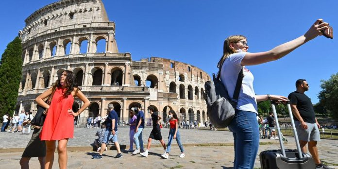 Italy reinstates quarantine for travelers from the UK