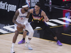 West finals begin – Booker leads Phoenix to victory over