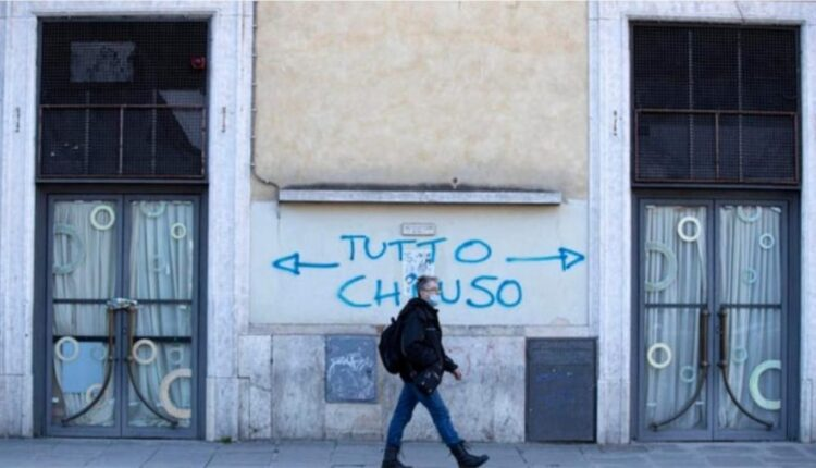 The curfew is lifted throughout Italy