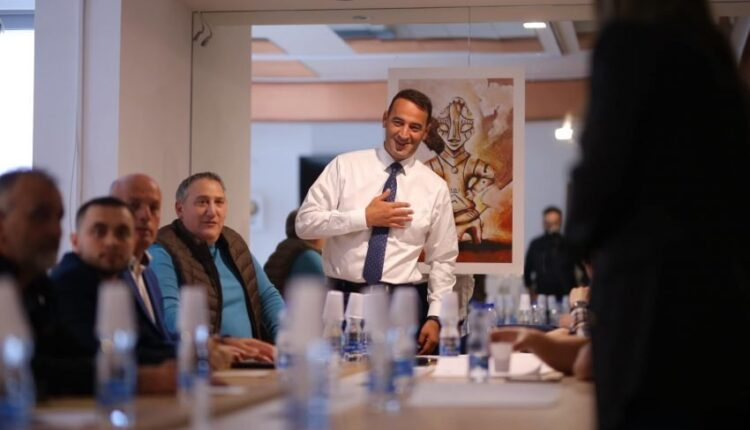 Haradinaj in a meeting with activists: Pristina needs bold and