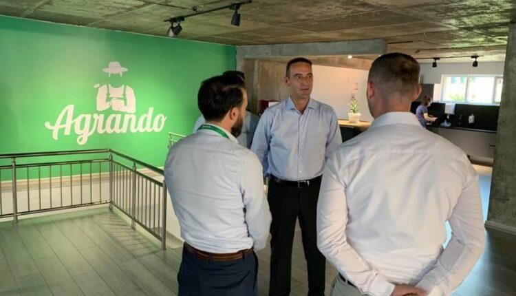 Daut Haradinaj visits businesses in Prishtina: Young people with creative