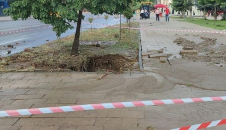 A water pipe explodes in the center of Prishtina