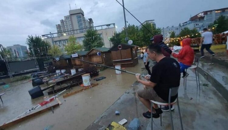 After the rain, this is what the citizens do in