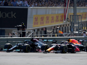 Hamilton behaves unsportsmanlike, without respect