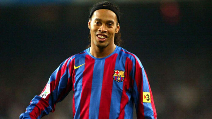 The fan asks for an autograph on his chest, Ronaldinho's