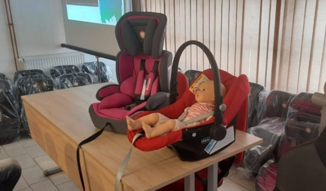 IN TOPOLA THINK OF THE FUTURE! 30 child car seats