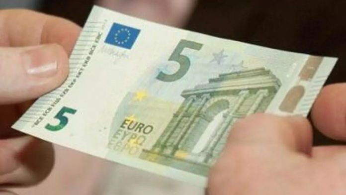 5 euro banknote worth 500 euros, check if you have