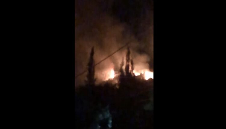 Large fire in a neighborhood of Shkodra, approaching the apartments