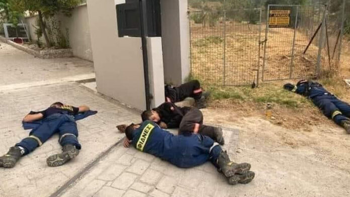 The photo that went viral on the net, firefighters sleep