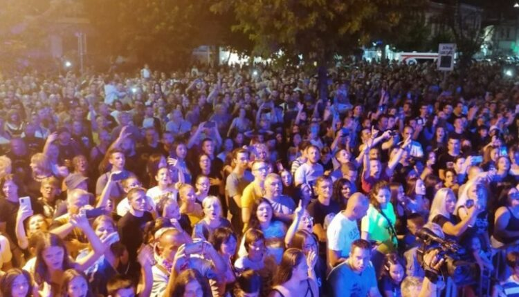 / VIDEO / TONIGHT IN JAGODINA IN FRONT OF MORE