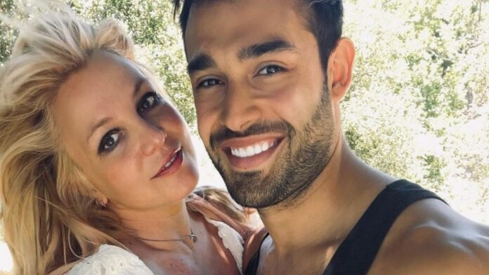 Following the announcement of the engagement, Britney Spears makes the