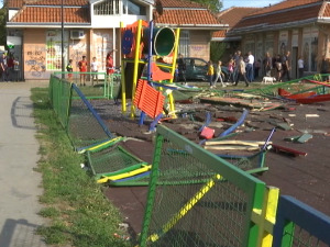 The bus flew into the children's playground in Zemun –