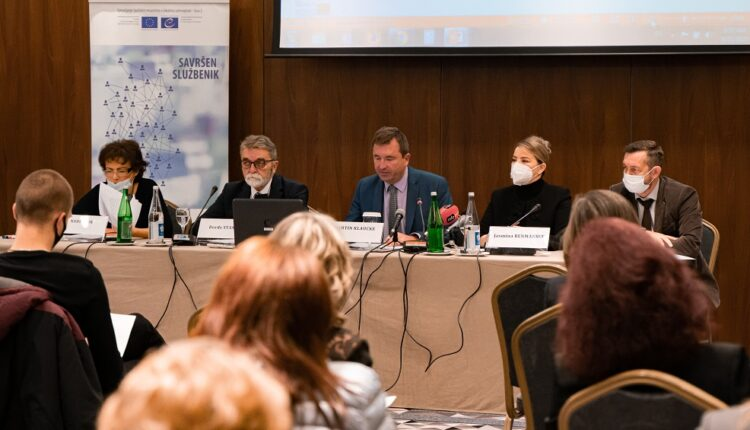Human resource management at local level in Serbia