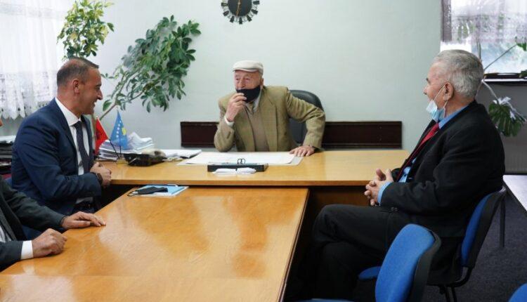 Haradinaj meets with pensioners in Prishtina, promises free medicines and