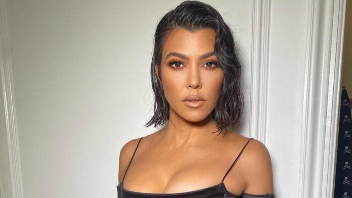 The eldest of the Kardashian sisters shamelessly pulled her chest